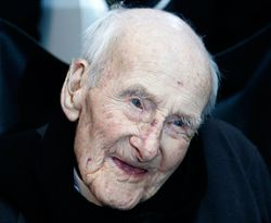 pria tertua